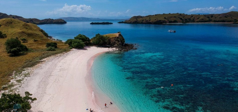 phototrip - pink beach